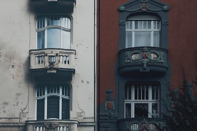 rozdělená budova