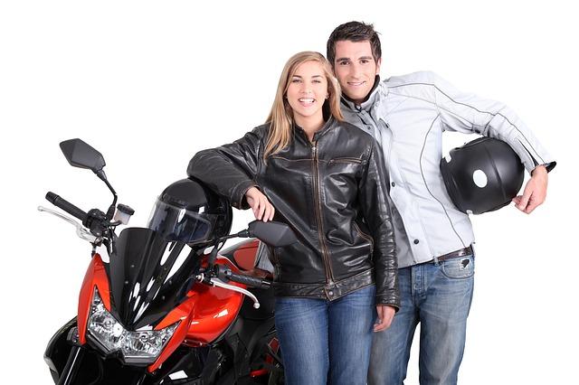 pár motorkářů