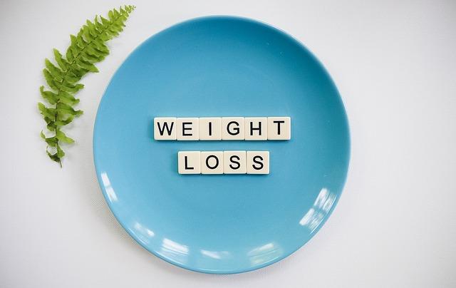 ztráta váhy, napsaná na modrém talíři.jpg
